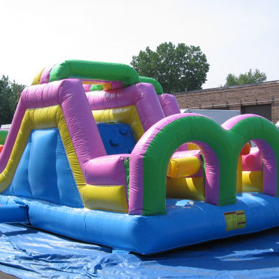 kid-twin-obstacle-course