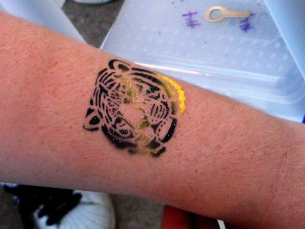 Air-Brush-Tattoos-Chicago-Party-entertainment