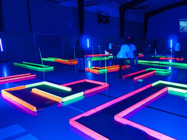 Black-Light-Mini-Golf-Chicago-Event-Rental