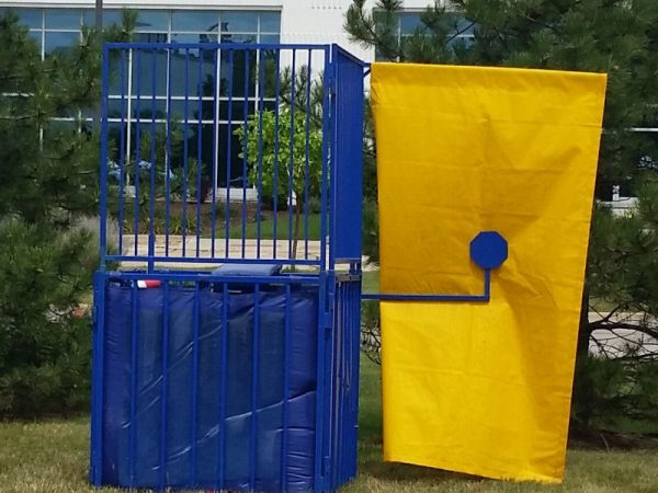 Dunk-Tank-Chicago-Rental