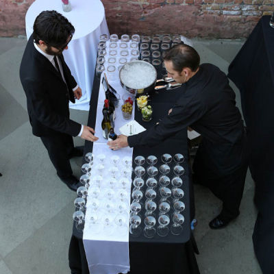 Full-Service-Bar-chicago-event-catering-beverages_ca341e7d8c8b3f1aad55c442a886085c