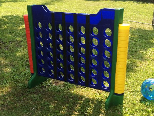 Giant-connect-four-Chicago-event-game-rentals