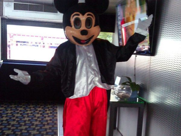 Mickey-Mouse-costumed-character-chicago-entertainer