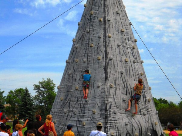 Rocky-Mountain-Climbing-Wall-Inflatables-Chicago-Party-Rentals
