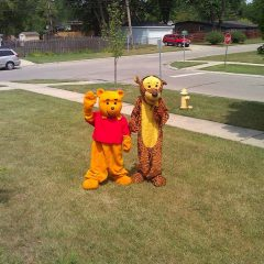 Tigger-and-Pooh-costumed-character-chicago-entertainer