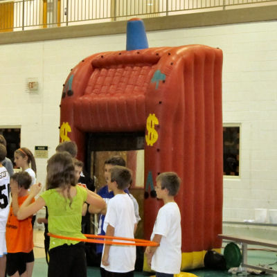 inflatable-money-windtunnel