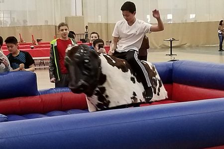 mechanical-bull-chicago-event-rental-2