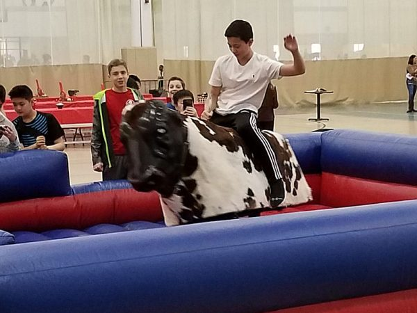mechanical-bull-chicago-event-rental-2