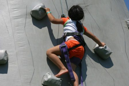 climbing-wall-wind-tunnel-feature-chicago-event-rental